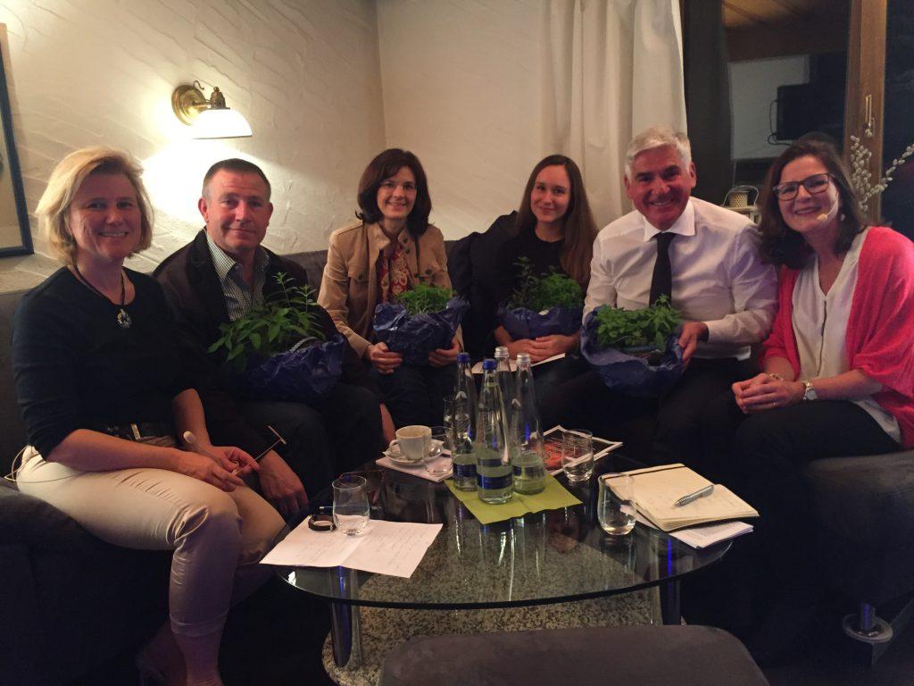 Die Talkrunde (v.l.): Christl Mitterer, Franz Lenz, Jutta Löbert, Suzanne Petzold, Michael E. Heinritzi, Stefanie Ederer