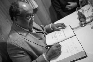 Wossen-Asserate beim Unterschreiben des goldenen Buches. Bild: af-photo.de
