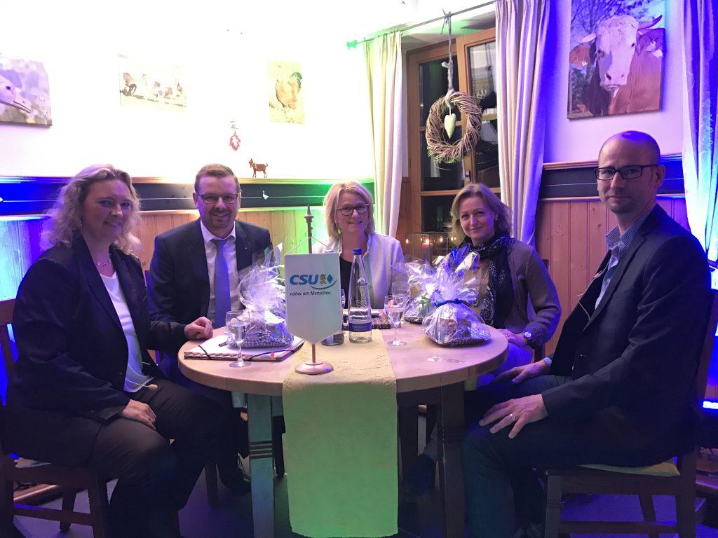 Es diskutierten (v.l.) Kerstin Schreyer-Stäblein, Stefan Dorner, Moderatorin Christl Mitterer, Senta Auth, Sebastian Herrmann
